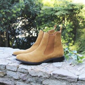 vue posée chelsea boots cuir daim camel jules & jenn