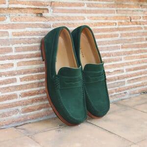 vue posée mocassins contemporains cuir daim vert jules & jenn