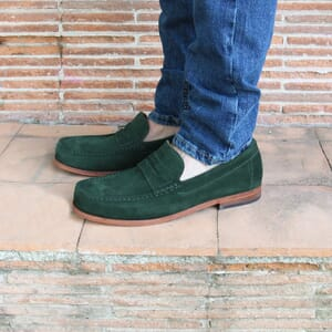 vue portée mocassins contemporains cuir daim vert jules & jenn