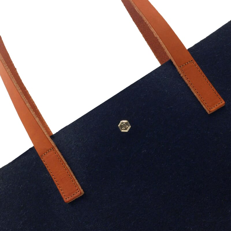 gros plan sac cabas drap de laine bleu JULES & JENN
