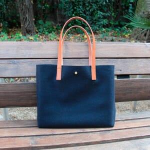 vue posée sac cabas drap de laine bleu JULES & JENN