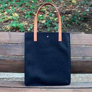 vue posée sac cabas ultra-fin drap de laine bleu JULES & JENN