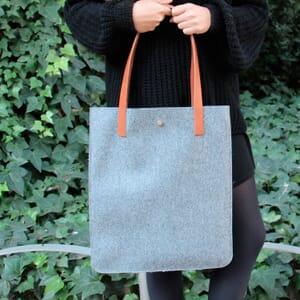 vue portée sac cabas ultra-fin drap de laine gris JULES & JENN
