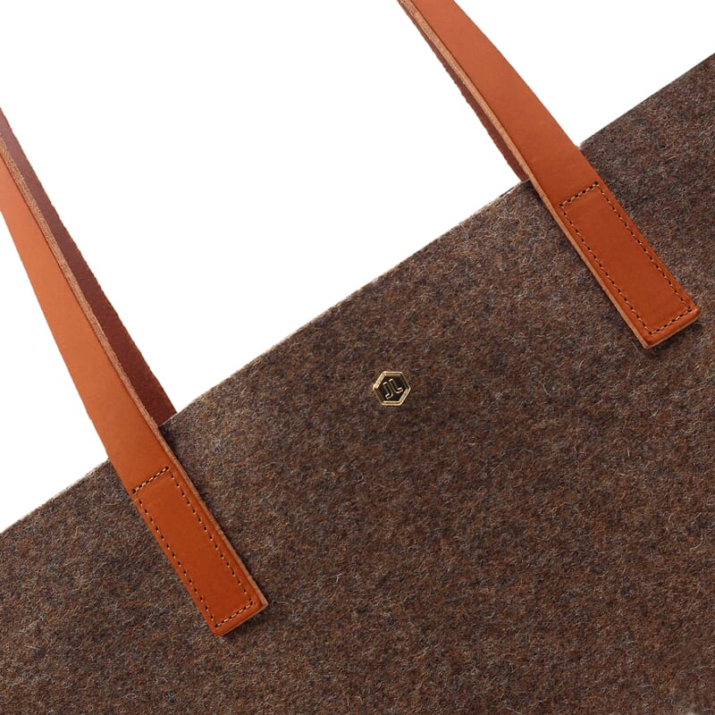 gros plan sac cabas ultra-fin drap de laine marron JULES & JENN