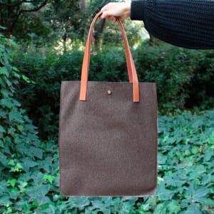 vue posée sac cabas ultra-fin drap de laine marron JULES & JENN