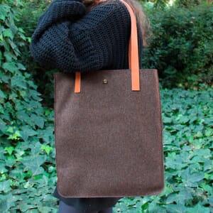 vue portée sac cabas ultra-fin drap de laine marron JULES & JENN
