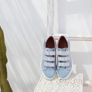 vue posée baskets scratch cuir velours bleu clair jules & jenn
