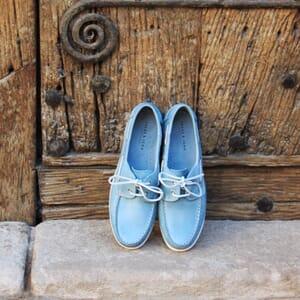 vue posee chaussure bateau cuir brosse bleu clair jules & jenn