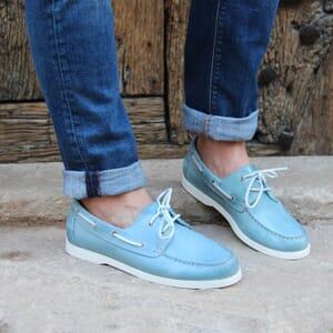 vue portee chaussure bateau cuir brosse bleu clair jules & jenn