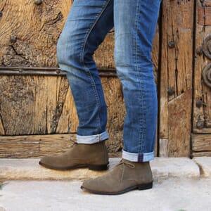 vue portéedesert boots cuir daim kaki jules & jenn