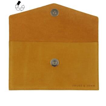 vue dessus pochette enveloppe cuir upcyclé moutarde jules & jenn