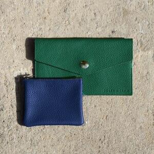 vue multiproduits pochette cuir grainé upcyclé bleu royal et vert jules & jenn