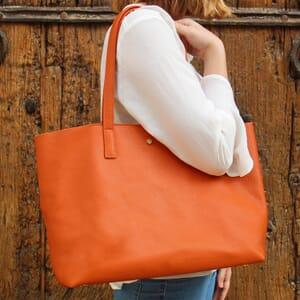 vue portee sac cabas cuir souple graine orange jules & jenn