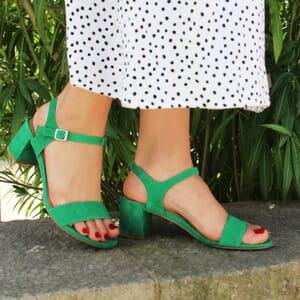 vue posée sandales talon cuir daim vert jules & jenn