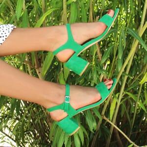 vue portee sandales talon cuir daim vert jules & jenn