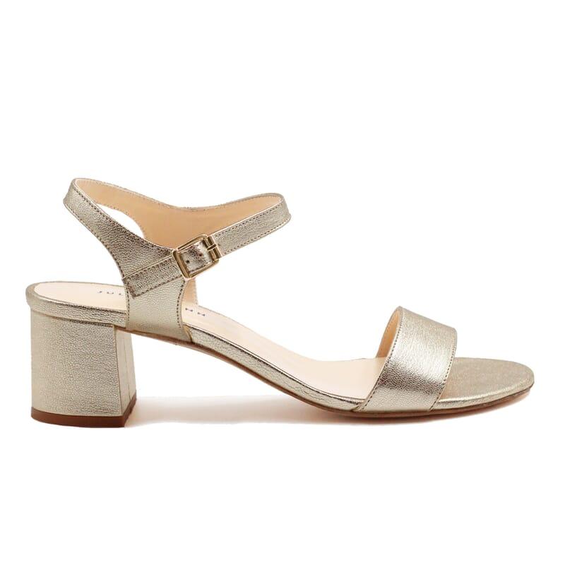 vue exterieur sandales moyen talon cuir metallise dore jules & jenn