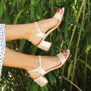 vue portee sandales moyen talon cuir metallise dore jules & jenn