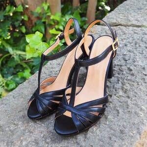 vue portee sandales talon brides cuir noir jules & jenn