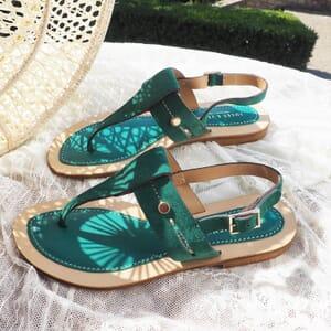 vue posee sandales tropéziennes cuir daim vert jules & jenn