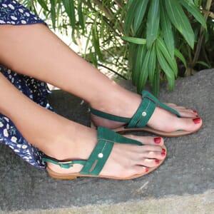 vue portee sandales tropéziennes cuir daim vert jules & jenn