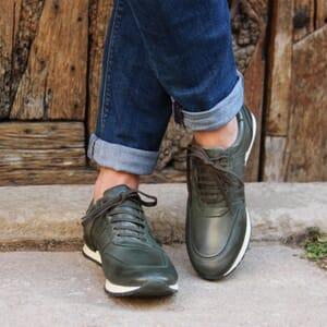 vue portee sneakers cuir vert jules & jenn