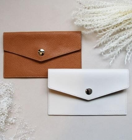 pochettes-upcyclees-cuir-camel-beige