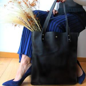 vue portee sac cabas plat cuir graine noir jules & jenn