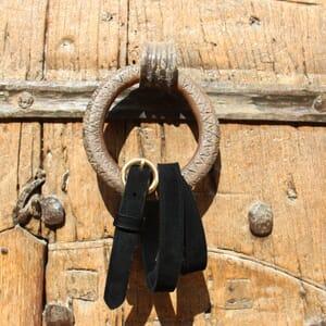 vue posee ceinture boucle or cuir daim noir jules & jenn