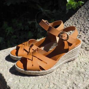 vue posee sandales compensees retro cuir camel jules & jenn