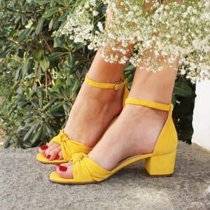 vue portee sandales nœud cuir daim jaune jules & jenn