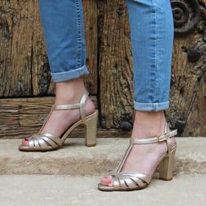 vue portee sandales talon brides cuir metallise dore jules & jenn