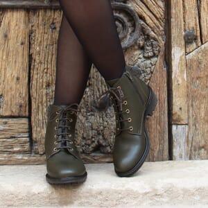 vue portee bottines plates lacets cuir kaki jules & jenn