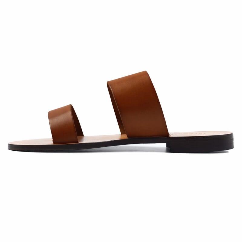 vue exterieur sandales plates boucle cuir camel jules & jenn