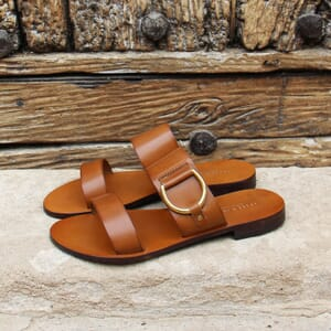 vue posee sandales plates boucle cuir camel jules & jenn