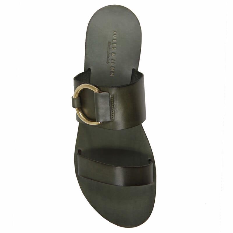 vue dessus sandales plates boucle cuir vert jules & jenn