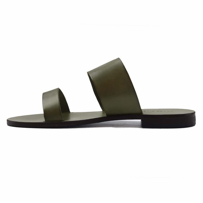vue interieur sandales plates boucle cuir vert jules & jenn