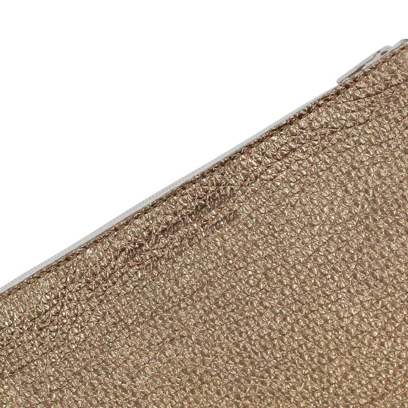 vue serree pochette cuir graine metallise dore jules & jenn
