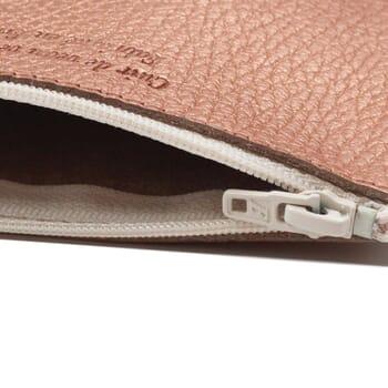 vue serree pochette cuir graine metallise rose petit modele jules & jenn