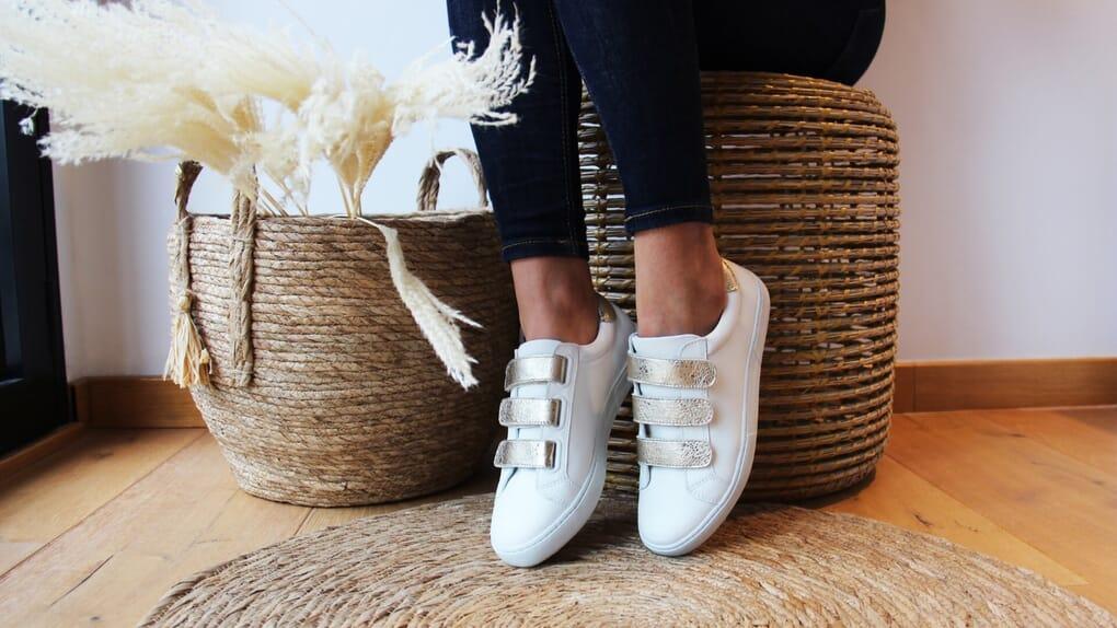 baskets à scratch cuir blanc et doré jules & jenn