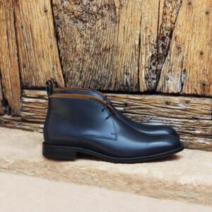 vue posee desert boots cuir bleu jules & jenn