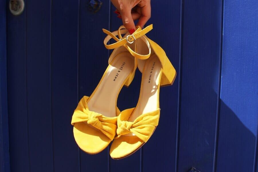 sandales moyen talon nœud pour femme en cuir daim jaune jules & jenn